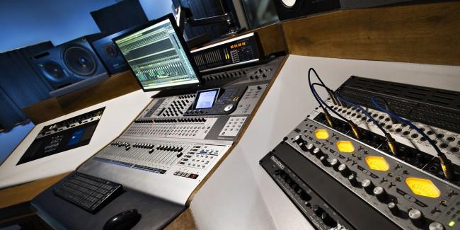 3095-Studio